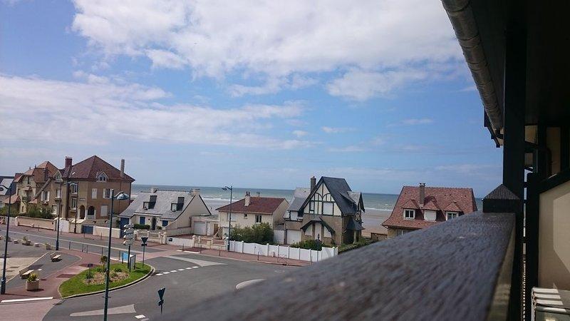 Bel appartement avec vue sur mer, exposition sud, balcon, séjour  agréable, location de vacances à Deauville