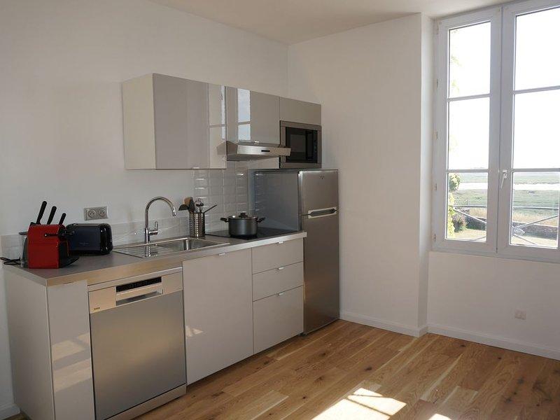 NOUVEAU: appartement  3p  4 pers 45m² vue imprenable sur le havre de PORTBAIL, holiday rental in Saint-Lo-d'Ourville