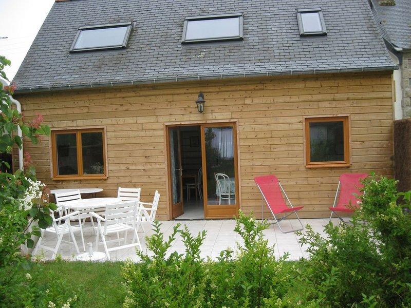 Maison au calme a 50 m de la plage proche des commerces, casa vacanza a Tregastel
