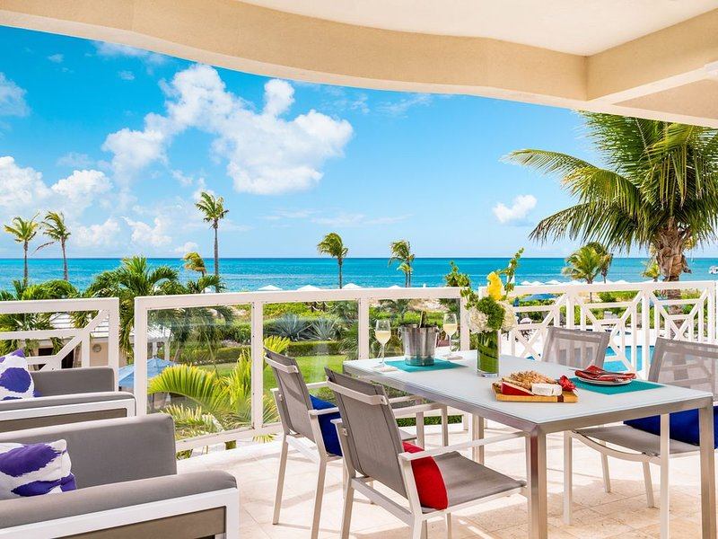 Beachfront 2 bedroom luxury condo - December 13-21 only $500 per night!!, holiday rental in Grace Bay