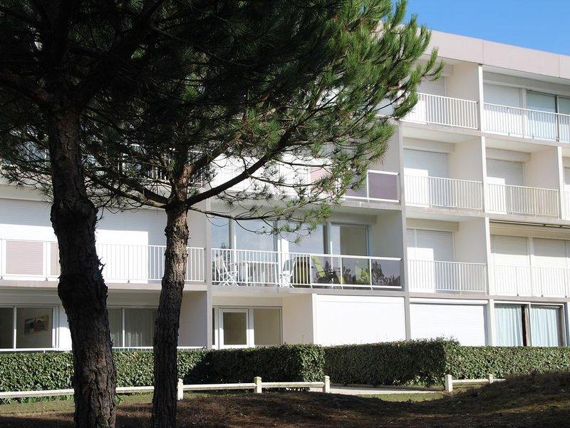 Appartement 'les Dunes', face à la pinède, holiday rental in Saint-Brevin-les-Pins