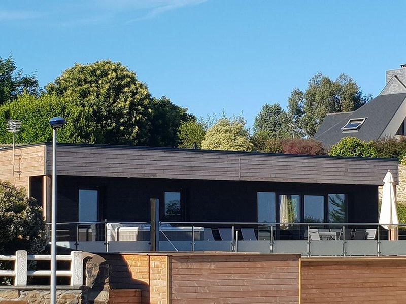 Gîte neuf avec spa, bord de mer, proche Brehat, holiday rental in Pleudaniel