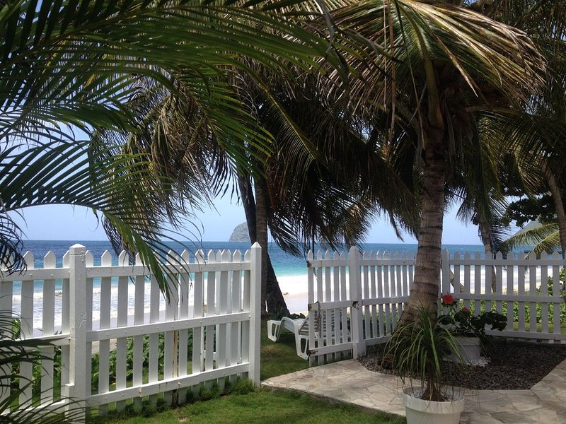 villa à 4m de la plage avec sa piscine, proche de toutes commodités, aluguéis de temporada em Arrondissement of Le Marin