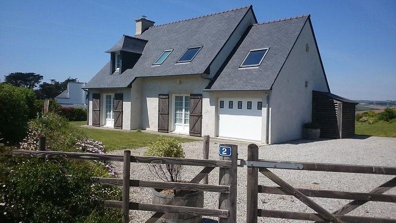 Maison de Charme, Caractère et Grand Confort avec WiFi et 200m mer., holiday rental in Plonevez-Porzay