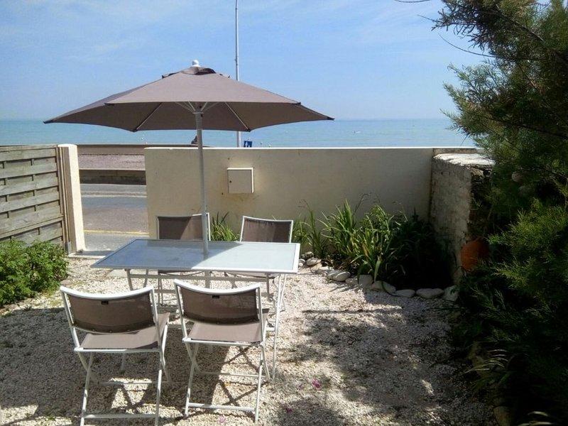 Vue sur mer imprenable, Maison avec petit jardin, holiday rental in Lion-sur-mer