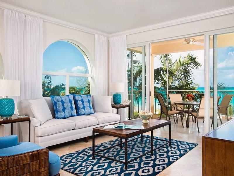 Newly Redecorated Oceanfront 3 Bedroom Condo at The Tuscany Resort on Grace Bay, alquiler de vacaciones en Leeward