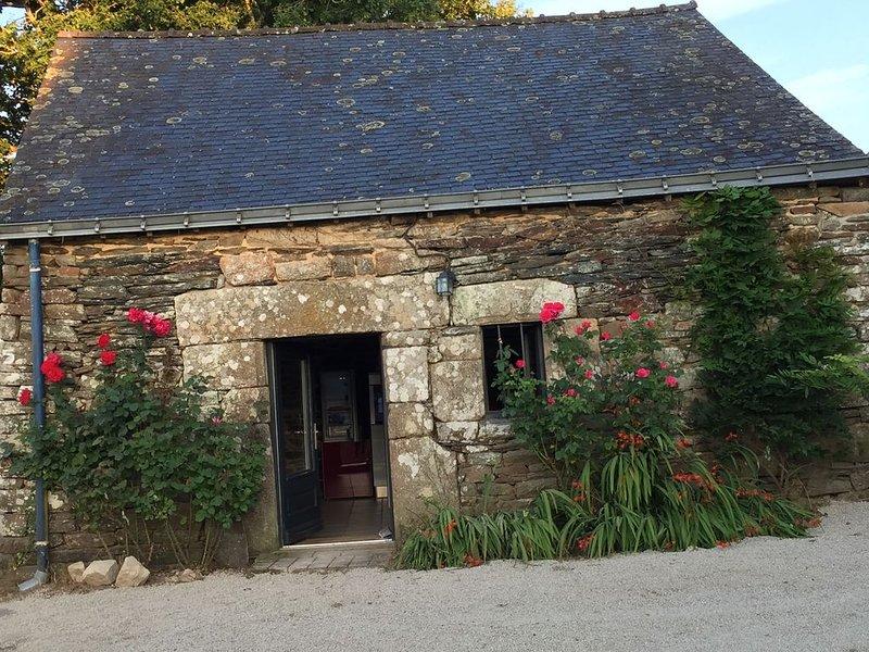 Petite maison en pierre de pays à la campagne 250€ la semaine, holiday rental in Guillac