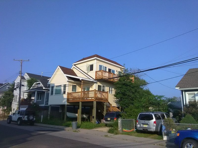 2 Bedroom Coastal Home With 360 Degree Rooftop Deck ~ Outstanding Views!, vacation rental in Highlands