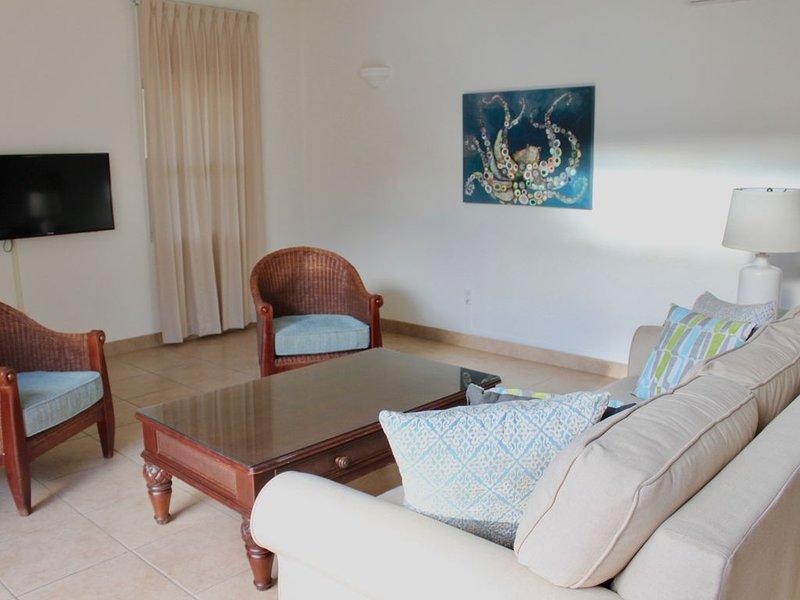 Large 1 bedroom courtyard, 100 steps to Grace Bay beach~open July 4th!, location de vacances à The Bight Settlement