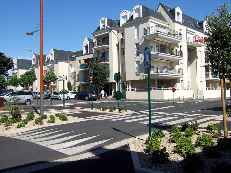 Superbe T2 bis duplex de standing 60m2 av parking personnel,donnant sur un parc, aluguéis de temporada em Les Sables-d'Olonne