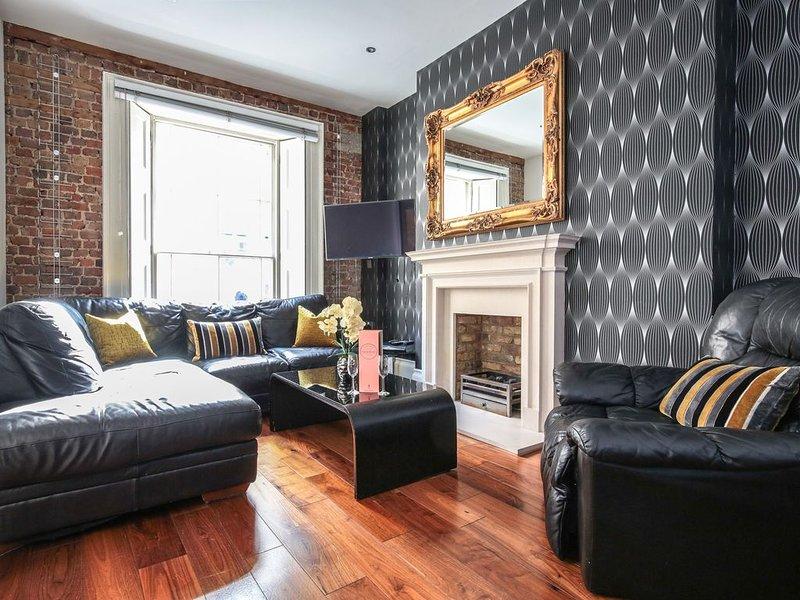World Class Location.Hanover Sq Mayfair..900 square feet of quality living space, aluguéis de temporada em Londres