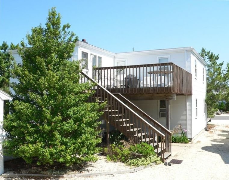 2BR, 1 Block to Life-guarded Ocean + Bay Beaches, holiday rental in Barnegat Light