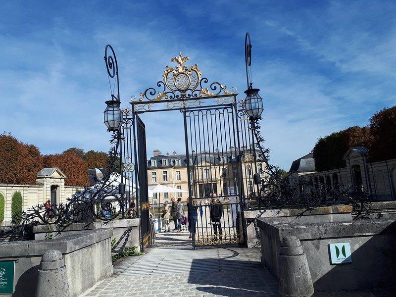 Le beau château de Champs sur Marne à 300 MTS de l'appartement.