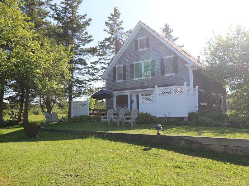 Oceanfront 3 Bedroom/3 bath Fabulous Views of Acadia in Surry, Maine, aluguéis de temporada em Surry
