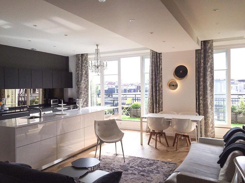 Le Marais-Beaubourg.5th Floor.Balcony.Rooftop view. 2BR/2BA.A/C, aluguéis de temporada em Paris