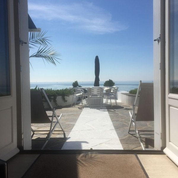 'Maison pieds dans l'eau face aux iles Glénan', vacation rental in Loctudy