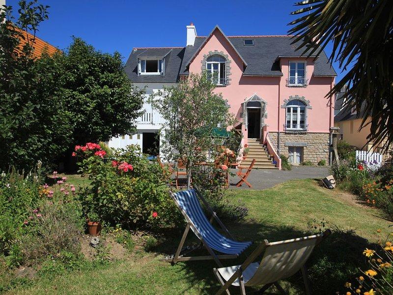 Appartement / maison mitoyenne avec son jardin clos près des plages, holiday rental in Treboul