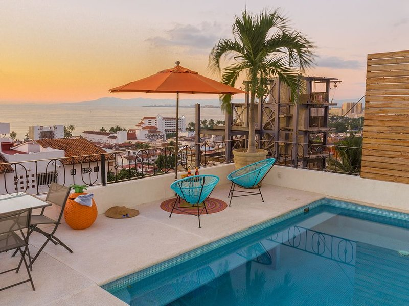 3 Bedroom Ocean View Condo in downtown +pool +wifi, vacation rental in Puerto Vallarta