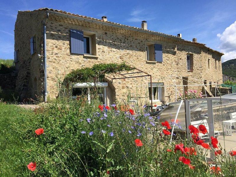 Gîte de caractère en Haute Provence, holiday rental in Sigoyer