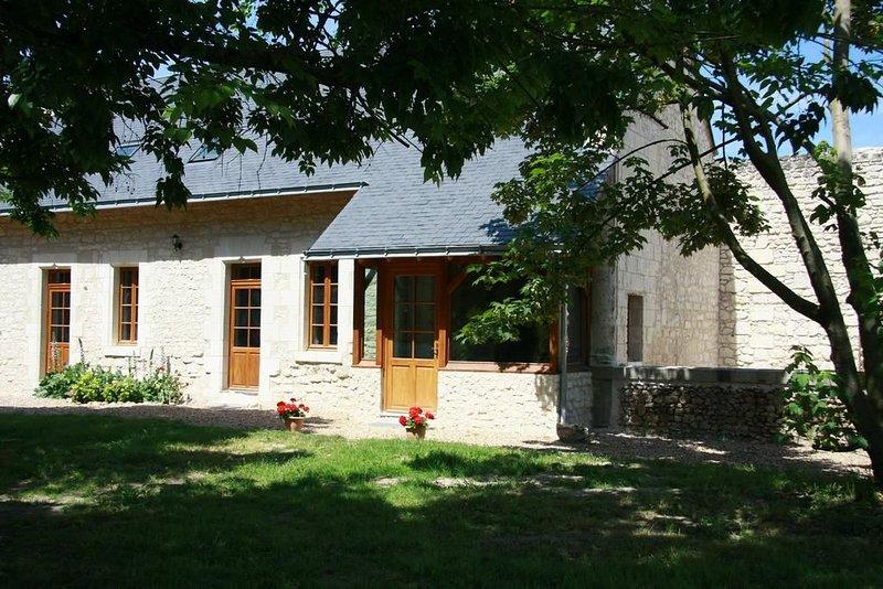 Cottage 'la Boulangerie' dans le parc du château, holiday rental in Allonnes