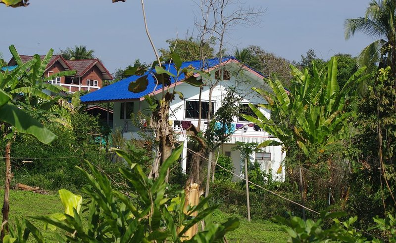 Maison  située au centre d'un village au nord de Chiang Mai, holiday rental in Chiang Dao