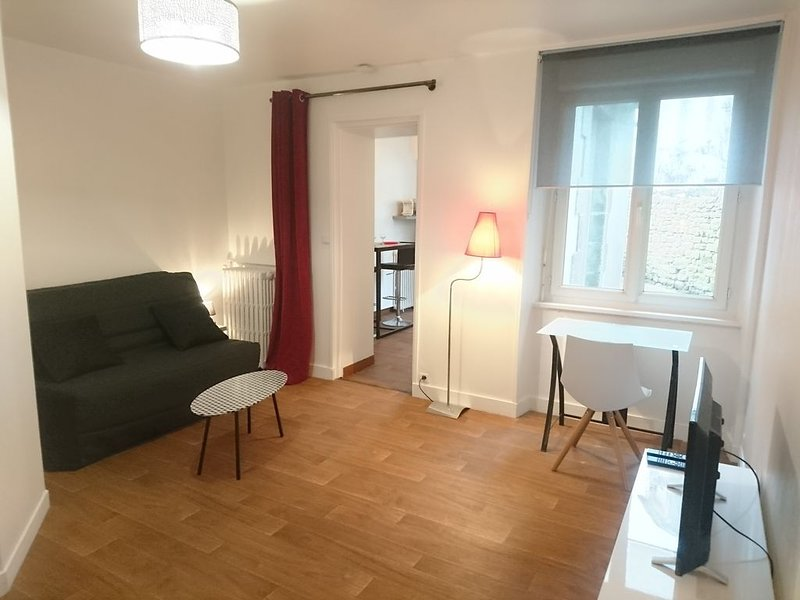 Agréable studio tout confort avec cour privative, vacation rental in Lanester
