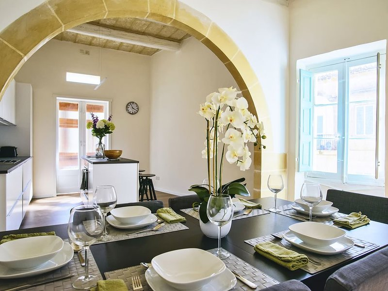 Newly renovated, beautiful townhouse in the heart of Malta, vacation rental in Mosta