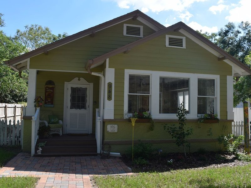 The Tortoise and The Hare Cottage, 1926 charmer with pool in downtown Mount Dora – semesterbostad i Lake County