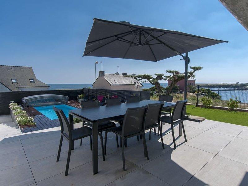 Coup de coeur assuré pour cette villa 5* avec piscine et SPA face mer, holiday rental in Doelan