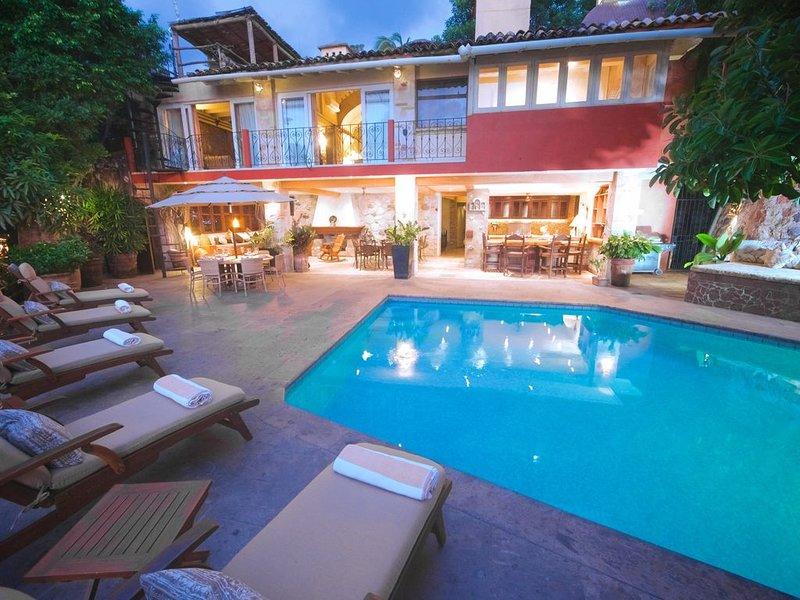 Majestic Tuscan Villa/ Private w/Views/Over ROMANTIC ZONE/Walk To Beach, holiday rental in Puerto Vallarta