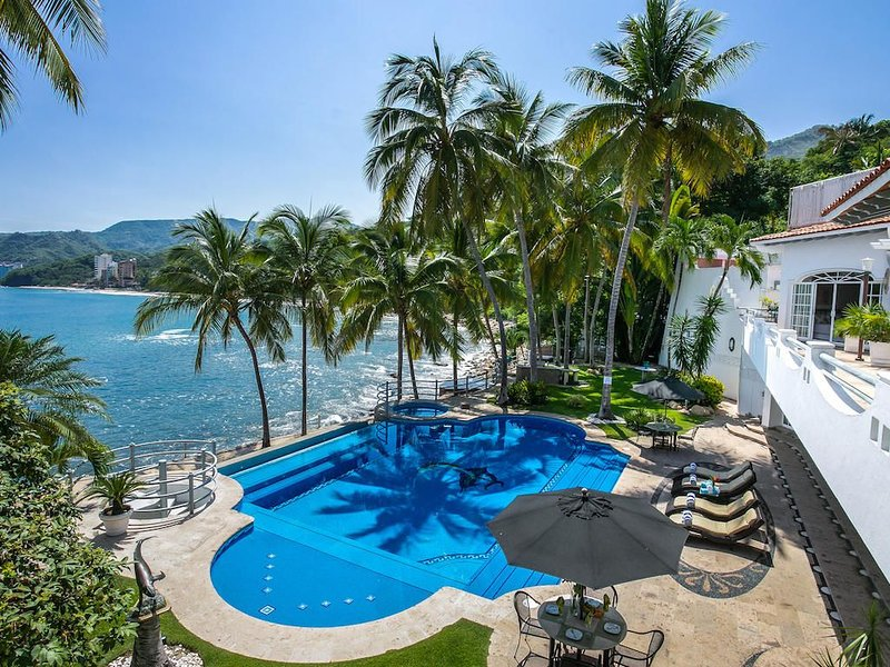 Luxury Beach Front Villa w/ Private Pool & Sand Beach, Full Staff! FREE NIGHT!, vacation rental in Puerto Vallarta