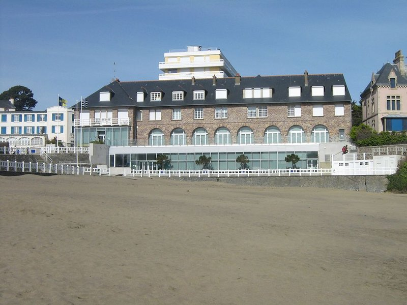 The residence Brittany directly overlooking the beach of the casino