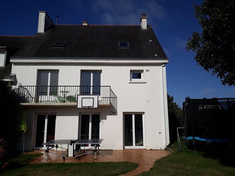 Maison familiale proche du bourg et sur la route des plages, alquiler de vacaciones en Queven