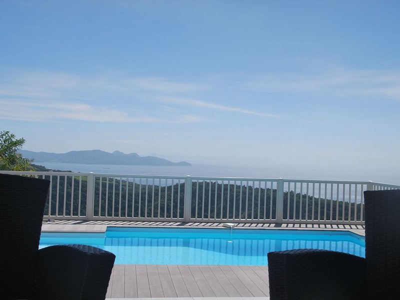 Villa Halona - Vue exceptionnelle mer et montagne, holiday rental in Bellefontaine
