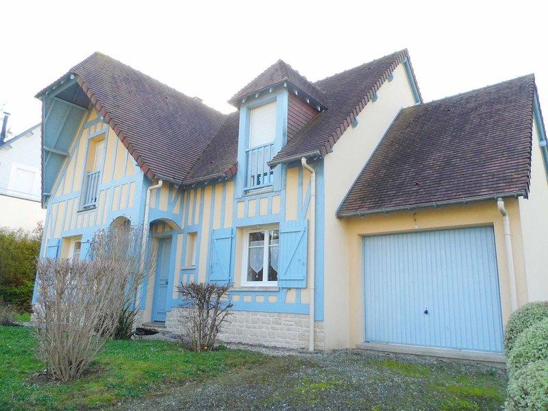 VILLA - Villa 6 pièces - Capacité 8 personnes, casa vacanza a Bourgeauville