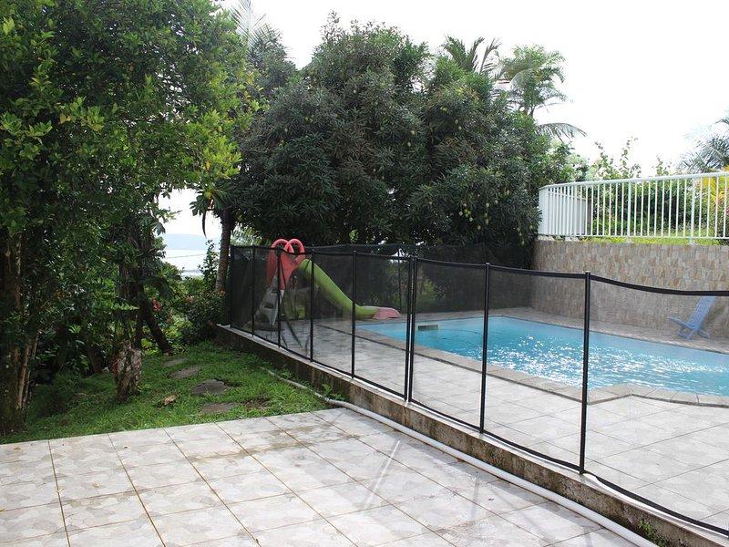 Bas de villa 3 chambres, piscine, jardin luxuriant. Martinique authentique., vacation rental in La Trinite