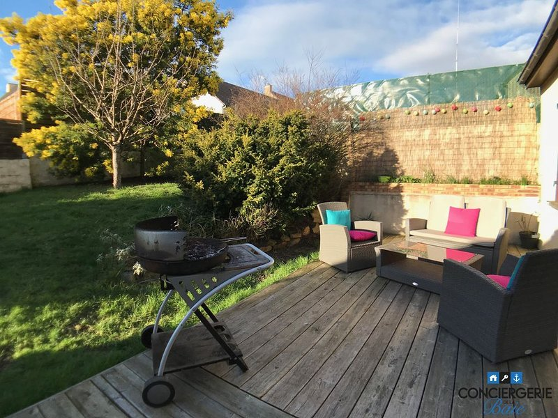 Maison 9 couchages + terrasse et jardin, Granville, vacation rental in Granville