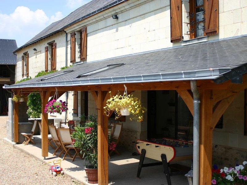 GITE LES GLYCINES A FONTEVRAUD  CALME AVEC  PISCINE, aluguéis de temporada em Varennes sur Loire