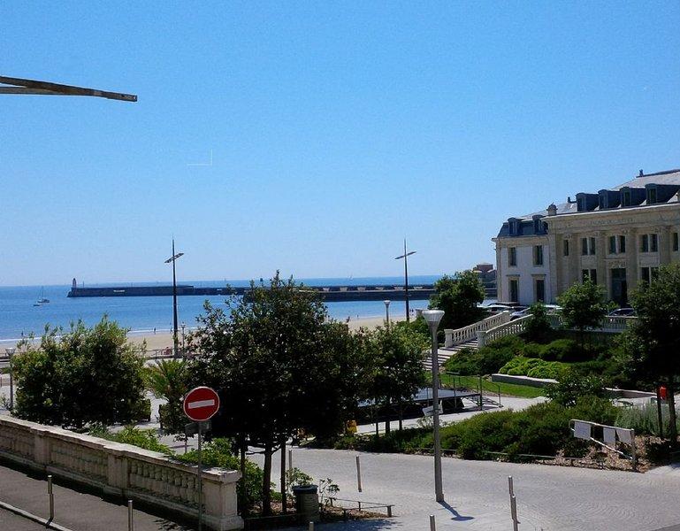 Place du Tribunal, =>Centre ville, vue directe sur plage et mer, aluguéis de temporada em Les Sables-d'Olonne