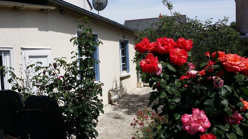 Maison individuelle 2 chambres pour 5 à 7 personnes, location de vacances à Briollay