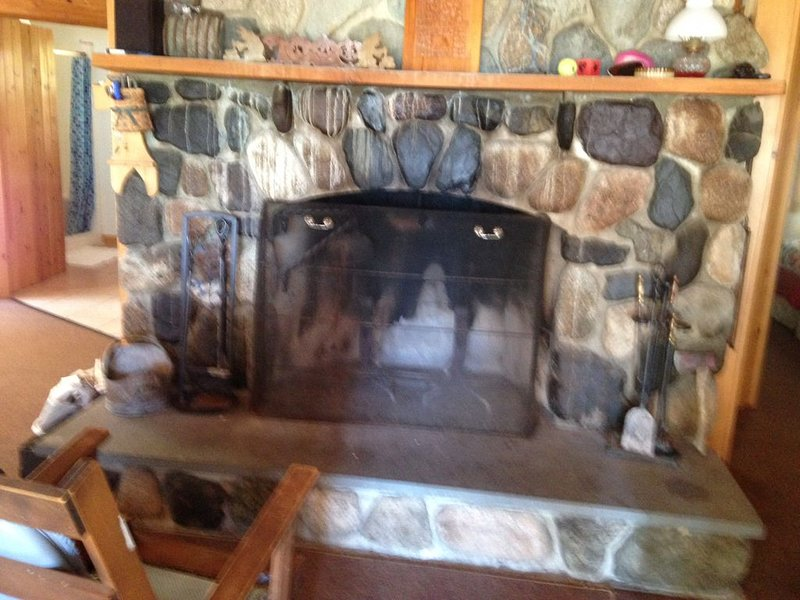Beautiful cottage on Boyden Lake  with working stone fireplace., holiday rental in Campobello Island