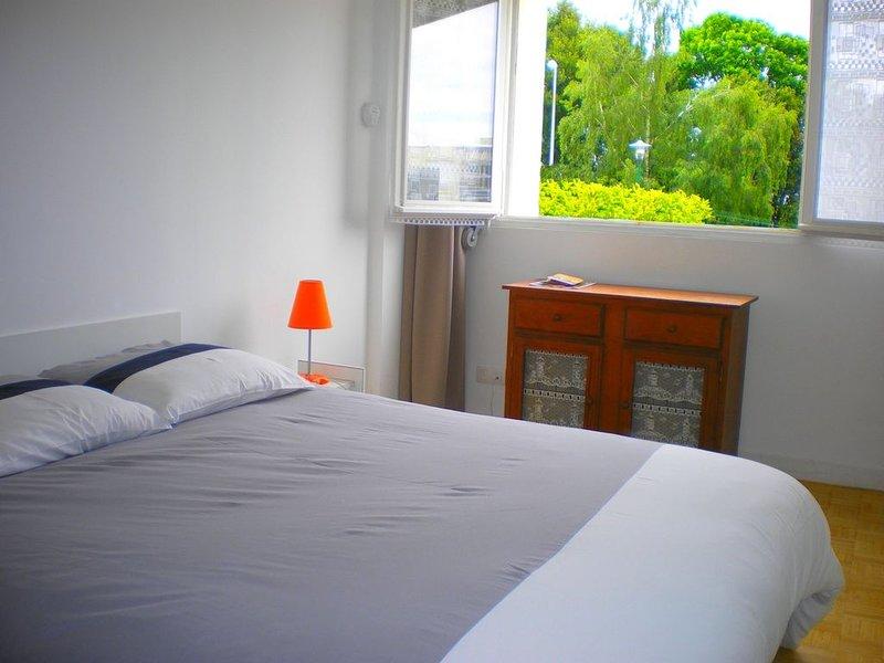 Chambre chez l'habitant Vannes centre + parking, holiday rental in Saint-Ave