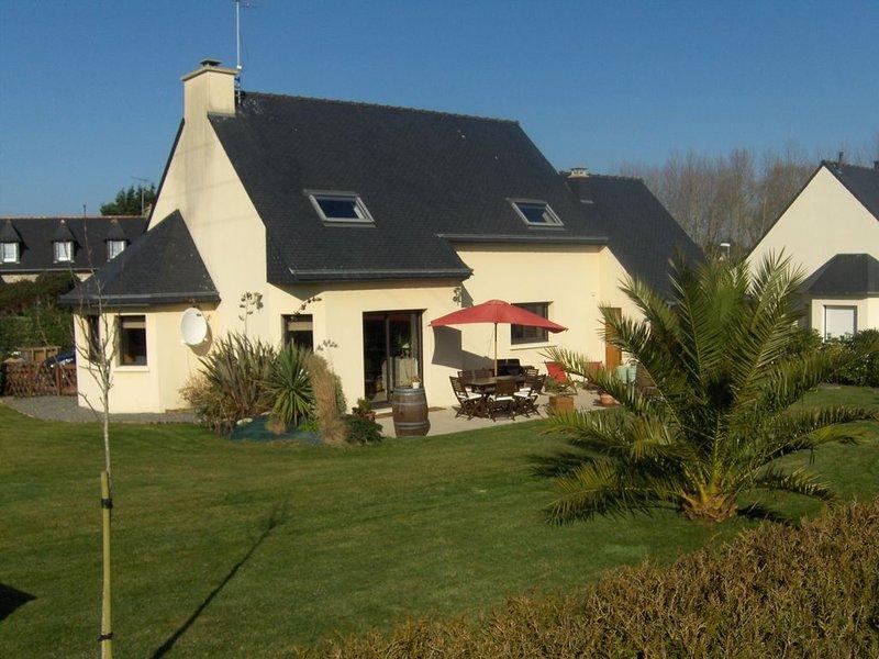 Maison spacieuse, proche plage - sillon du Talbert (6 p.), avec grand jardin, casa vacanza a Pleubian