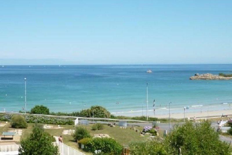 T3 triplex, 2 chambres indépendantes, jardin et vue mer panoramique, holiday rental in Perros-Guirec
