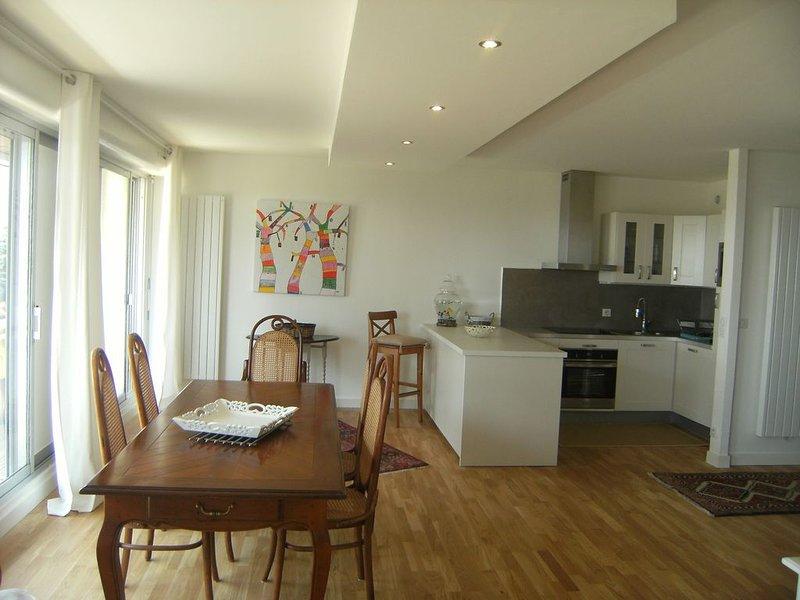 superbe appartement de 105m² front de mer Bénodet  plage.classé 4 étoiles****, aluguéis de temporada em Benodet