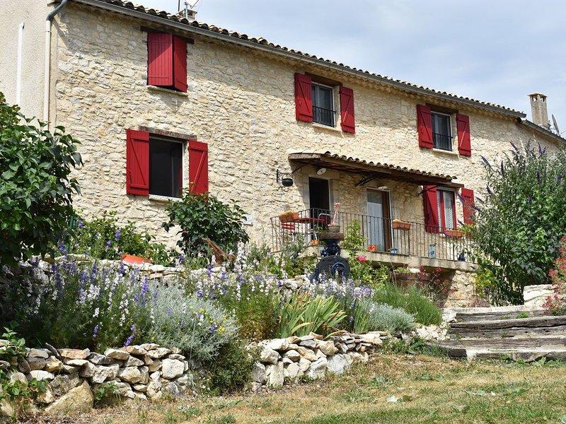 Gîte typiquement Provençal 'Lou Pitchoun'2/4 places, holiday rental in Cruis