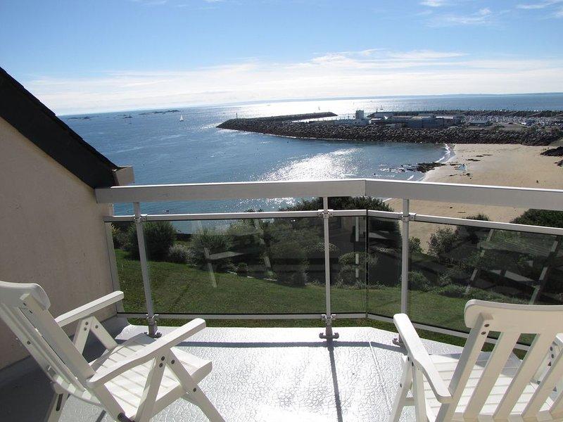 Appartement sur mer, pieds dans l'eau et accès direct à la plage de la Comtesse!, location de vacances à Saint-Quay-Portrieux