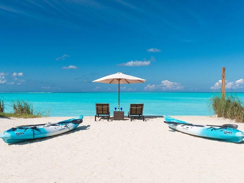 *FOOTPRINTS ON GRACE BAY*  OCEAN FRONT VILLA, INCL CHEF, BUTLER, DAILY CLEANING, alquiler de vacaciones en Leeward
