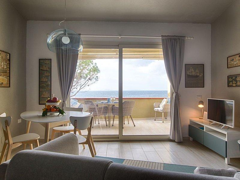LUXURY TERRACE ON THE SEA WITH GARDEN, holiday rental in Terra Mala
