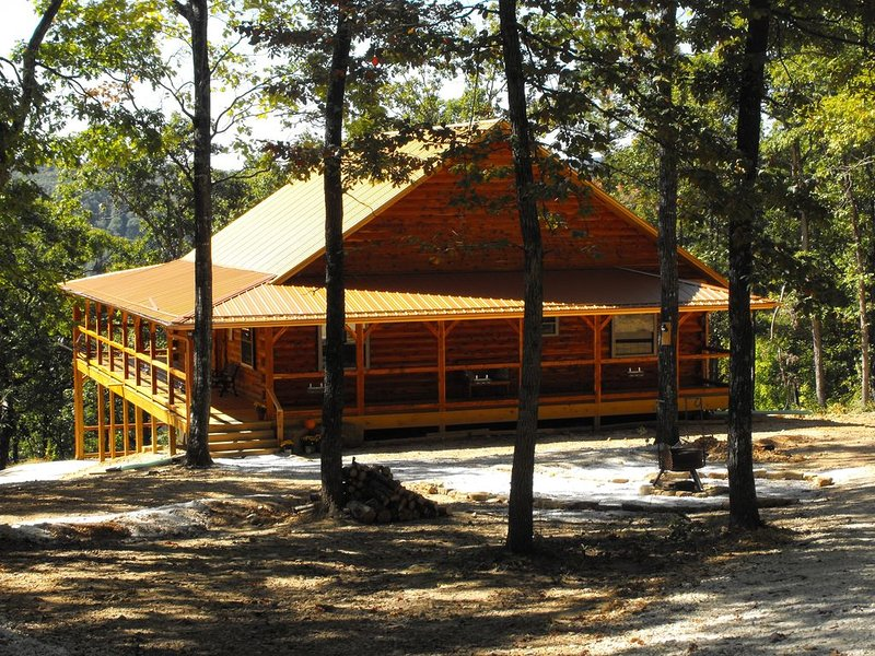 Whiskey Hollow of Deer Lodge Cabin Rentals, holiday rental in Parthenon